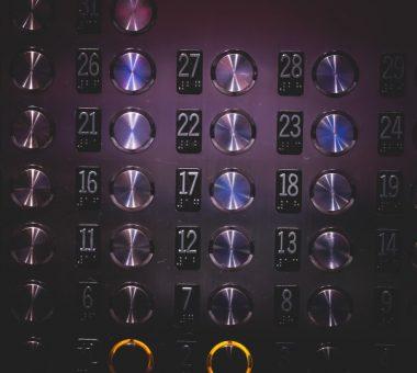 להמשך קריאה - מתי כדאי להשתמש בפיניםכפתורי נירוסטה קבועים לתליית מערכת ההגנה לתא המעלית