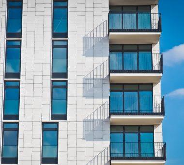 להמשך קריאה - מה הקשר בין בניית מרפסות לבין ניהול בתים משותפים?